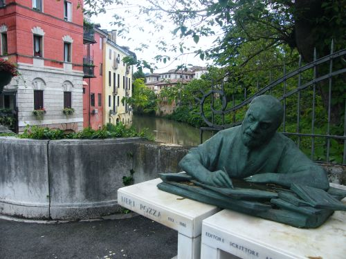 Ponte S Paola with sculpture, Vicenza Italy